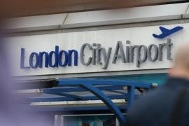 Cerrado el Aeropuerto de la Ciudad de Londres tras el hallazgo de una bomba de la II Guerra Mundial