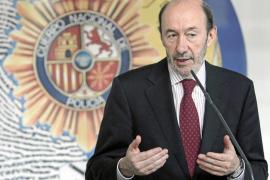 Rubalcaba acusa a Rajoy de dar un «espectáculo irresponsable y negativo»