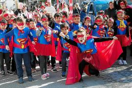 El colegio Cervantes celebra su esperada rúa de carnaval