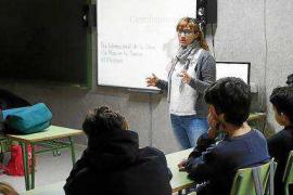 El Área de Salud pitiusa organiza charlas con científicas que hablarán sobre su labor en centros educativos