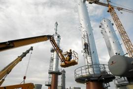 Veintiocho países deciden sacar al mercado 60 millones de barriles de petróleo