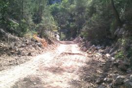 Destruyen un torrente para hacer un camino privado a la playa
