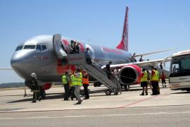 Un avión que iba de Eivissa a Manchester aterriza en Palma por un fallo en un motor