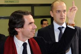 Aznar, abucheado en Oviedo
