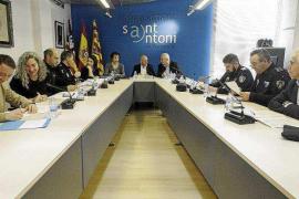 Sant Antoni insiste en su reclamación de más agentes mientras el Gobierno destaca una caída de los delitos