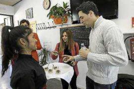 Hoteleros y restauradores buscan futuros trabajadores cualificados en el IES Balàfia