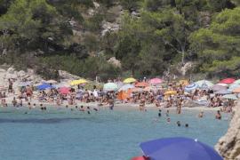 Cala Saladeta, una playa masificada y muy difícil de limpiar
