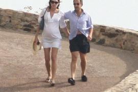 Carla Bruni protegerá a su hijo con Sarkozy de toda exposición pública