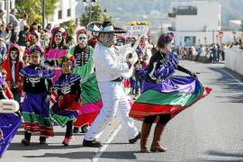 El buen tiempo se alía con Sant Josep para celebrar por todo lo alto la rúa de carnaval