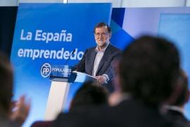"""Rajoy critica que se promuevan debates """"sobre lenguas"""" en educación en lugar de invertir en la digitalización"""