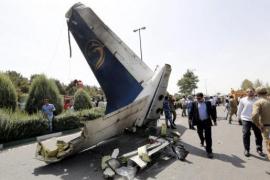 Mueren 66 personas al estrellarse el avión en el que viajaban en el oeste de Irán