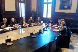 La Mesa del Parlament aborda este martes la reforma de la ley para investir a Puigdemont a distancia