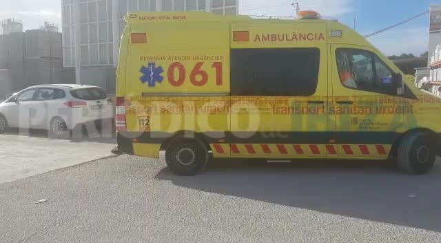 Rescatado en estado grave el trabajador caído en el interior de un silo de arenilla en Ibiza