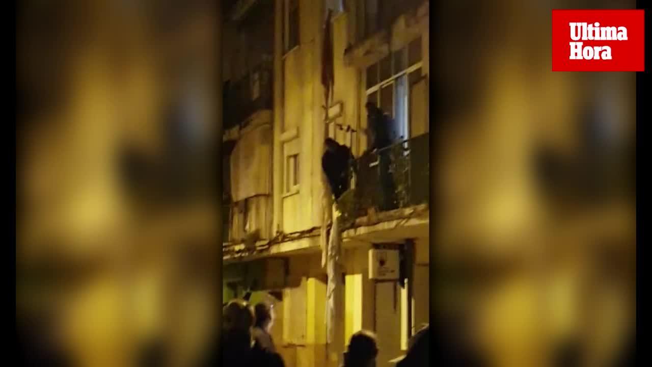Un hombre se descuelga por la fachada de un edificio de Palma porque «había demonios en su casa»