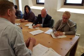 Sant Antoni y la Fundació Gossos firman un convenio para el cuidado de los perros abandonados y extraviados en el municipio