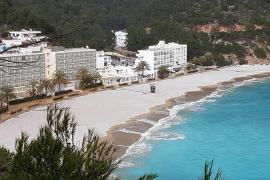 Una intensa tormenta de granizo y agua sacude Ibiza