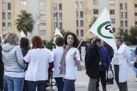Protesta del personal sanitario contra el requisito del catalán en la sanidad pública (Fotos: A. Escandón)