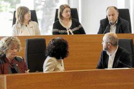 El PP rechaza sumarse a la petición de limitar la entrada de vehículos en Ibiza