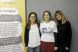 Mos Movem y Hablamos Español recogen firmas en Ibiza para la libre elección de lengua
