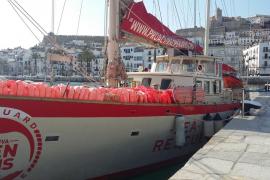 El barco 'Astral' recala en el puerto de Ibiza para concienciar a la ciudadanía