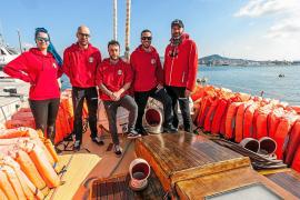 El velero 'Astral' recala en Ibiza para trasladar en primera persona su labor humanitaria en la mar