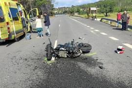 Un motorista resulta herido al chocar con un coche en la carretera de Sant Joan