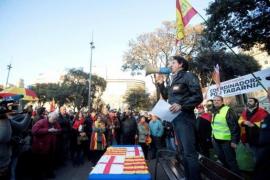 Unas 300 personas se concentran en Barcelona en defensa de Tabarnia y en apoyo al Rey