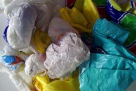 Se retrasa la prohibición de distribuir bolsas de plástico gratuitamente, prevista para el 1 de marzo