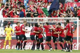 El Osasuna convence en su primera victoria ante un Sporting sin puntos