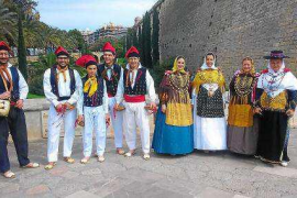 Sa Colla de l'Horta de Jesús representa a Ibiza en Mallorca durante el Día de Balears