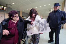 Imágenes del emotivo reencuentro entre Debbie Torres y sus familiares ibicencos (Fotos: Marcelo Sastre)..