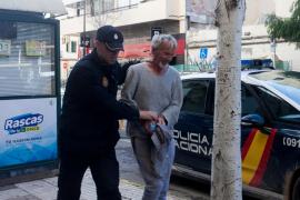 Detenido un segundo hombre por las agresiones y vejaciones a la mujer que se clavó un cuchillo en Ibiza
