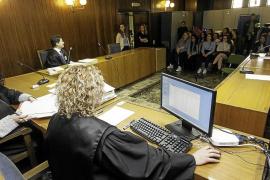 Una treintena de estudiantes conocieron en primera persona cómo se imparte Justicia