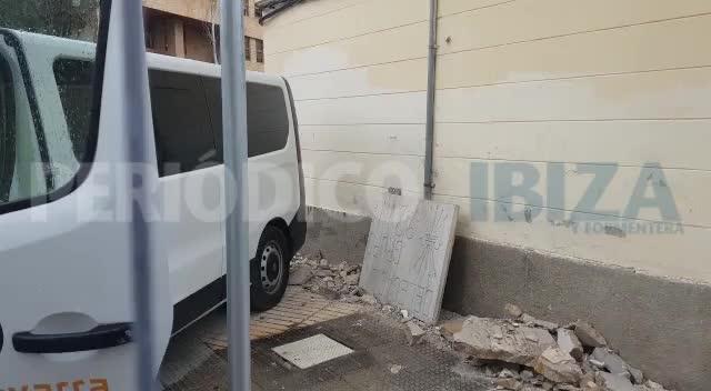 Destruyen la placa franquista del edificio de Santa Margarita