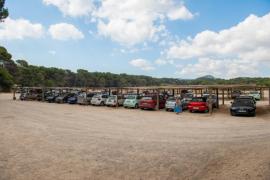 La amenaza de cierre del parking de Cala Agulla augura el colapso del área natural