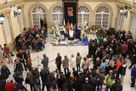 Más de 5.000 personas dan el último adiós a Gabriel en la capilla ardiente