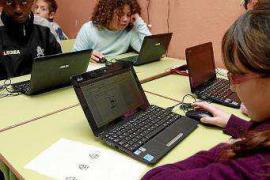 Educació amplía y refuerza la oferta de la enseñanza pública a distancia