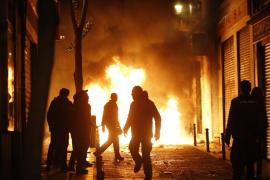 Seis detenidos y 10 policías heridos en la protesta por la muerte de un mantero en Madrid