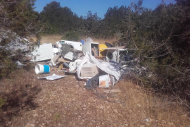Sant Josep sanciona con 5.000 euros a dos locales por vertidos ilegales en Platges de Comte