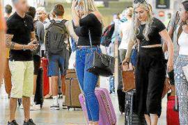 Escepticismo entre los taxistas ante el anuncio de más policía en el aeropuerto