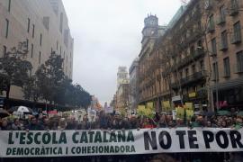Unas 8.000 personas se manifiestan en Barcelona en defensa de la inmersión lingüística