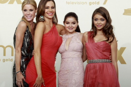 """Cast members of """"Modern Family"""" pose backstage at the 63rd Primetime Emmy Awards in Los Angeles"""