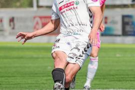 Manuel E. Salinas, futbolista de la Peña Deportiva: «Todos los equipos son muy fuertes»