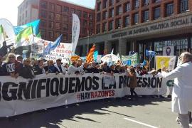 Centenares de médicos se manifiestan en Madrid por todos los derechos perdidos durante la crisis