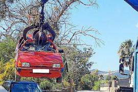 Sant Josep retira en dos días 16 vehículos abandonados en la zona de Sant Jordi