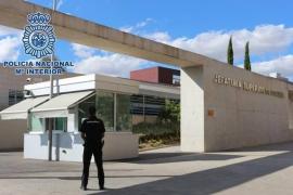 Tres menores detenidos por robar e intimidar a jóvenes con un arma de fuego en Madrid
