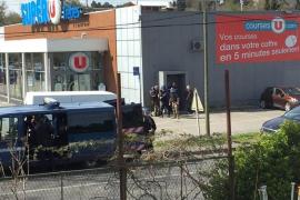 Un hombre armado que dice ser de Estado Islámico se atrinchera con rehenes en el sur de Francia