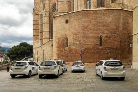 Una sentencia prohibe que los taxis estacionen en en la calle Mirador
