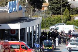 Muere el gendarme que se intercambió por uno de los secuestrados en el ataque en Trèbes