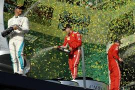 Vettel remonta a Hamilton para vencer en Melbourne